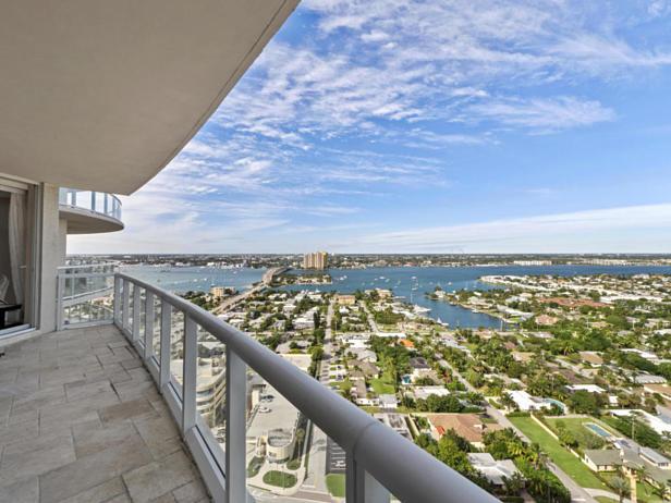 2700 N Ocean Drive #2403b Real Estate Property Photo #13