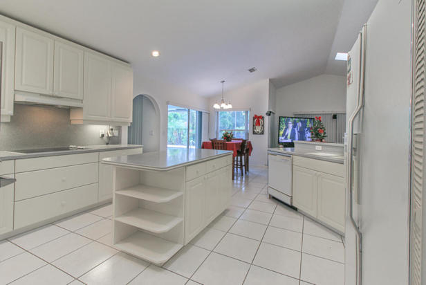 15909 75th Avenue N Real Estate Property Photo #9