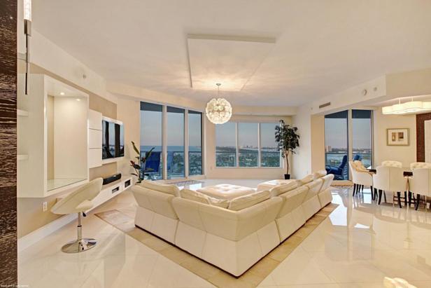 2700 N Ocean Drive #1905b Real Estate Property Photo #3