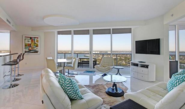 2700 N Ocean Drive #1906b Real Estate Property Photo #4