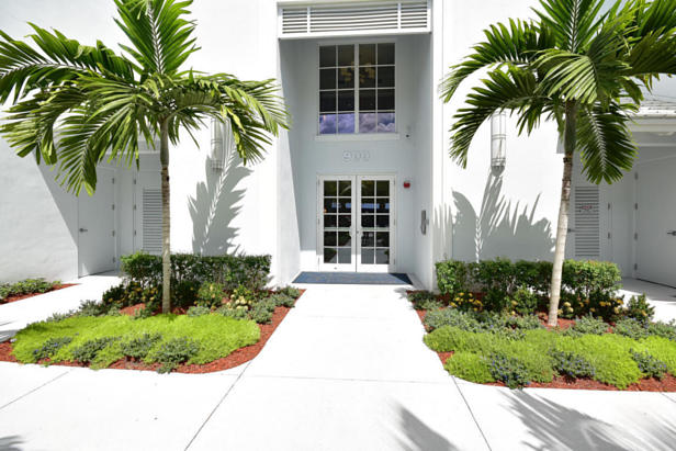 913 Bay Colony Drive S #913 Real Estate Property Photo #42