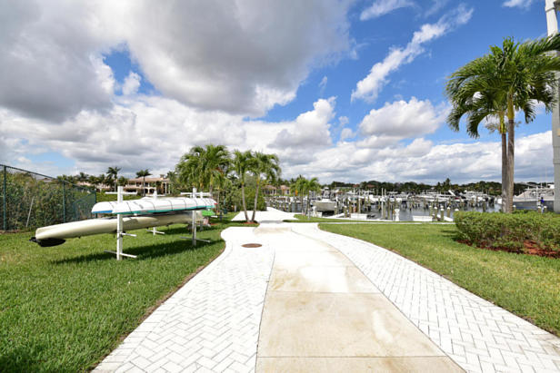 913 Bay Colony Drive S #913 Real Estate Property Photo #44