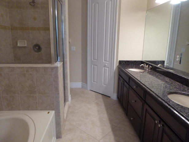 6115 Nw Helmsdale Way  Real Estate Property Photo #7