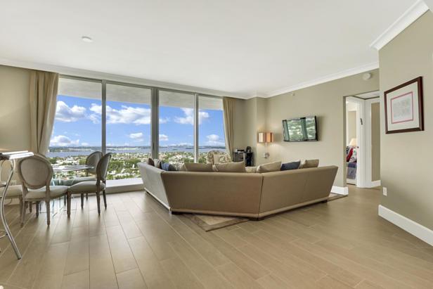 2700 N Ocean Drive  #1806b Real Estate Property Photo #2