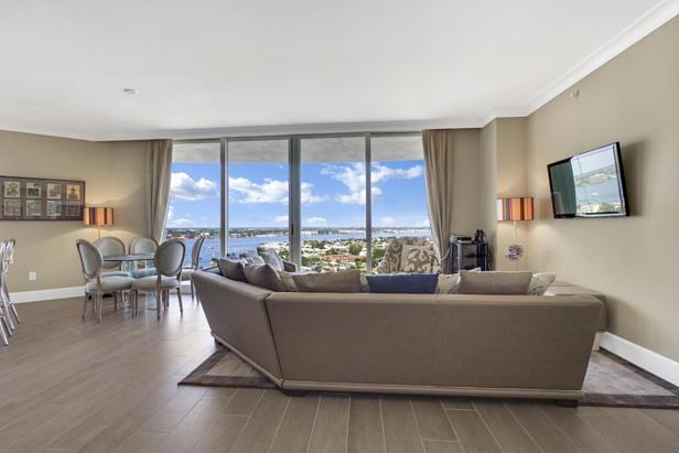 2700 N Ocean Drive  #1806b Real Estate Property Photo #4