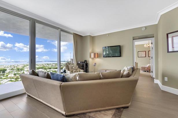 2700 N Ocean Drive  #1806b Real Estate Property Photo #5