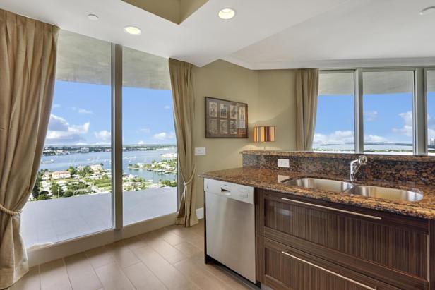 2700 N Ocean Drive  #1806b Real Estate Property Photo #8
