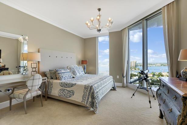 2700 N Ocean Drive  #1806b Real Estate Property Photo #10