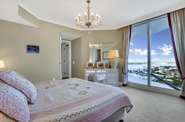 2700 N Ocean Drive  #1806b Real Estate Property Photo #17