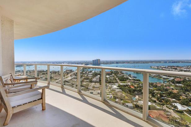 2700 N Ocean Drive  #2206b Real Estate Property Photo #1