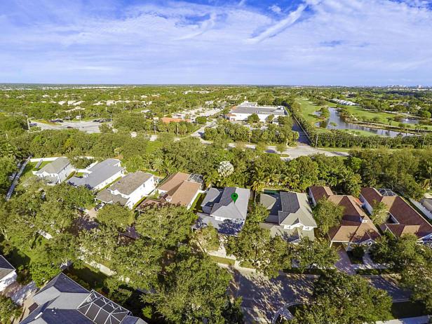 136 Sweet Bay Circle  Real Estate Property Photo #2